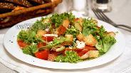 Фото рецепта Салат с сухариками и куриным филе