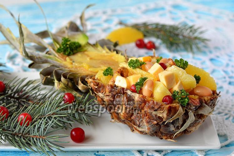 Фото Салат в ананасе