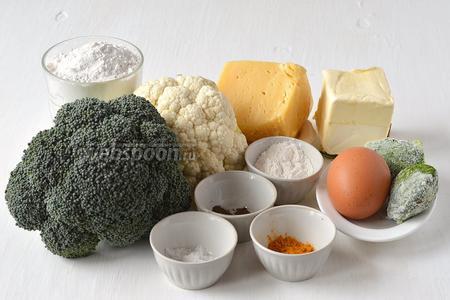 Для приготовления кексов нам понадобится брокколи, цветная капуста, сливочное масло, яйца, твёрдый сыр, шпинат замороженный, мука, соль, перец, разрыхлитель.