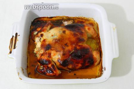 Запекаем при температуре 200ºC около 40 минут. В процессе цыплёнка можно накрыть фольгой, так как некоторые участки тоньше и быстрее будут запекаться.