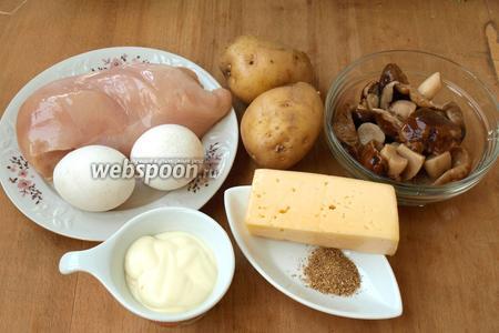 Для приготовления салата нам понадобится куриная грудка, яйца, картофель, маринованные грибы указываю шампиньоны (они более популярны) а сама использовала рядовики, твёрдый сыр, майонез и чесночный перец.