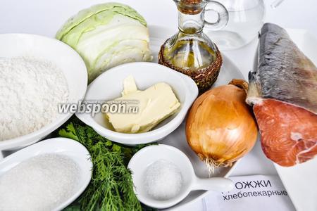 Для приготовления пирога используем ржаную и пшеничную  муку, мягкое масло, рыбу, капусту, зелень, лук, чеснок для ароматизации масла, дрожжи, сахар, соль, растительное масло.