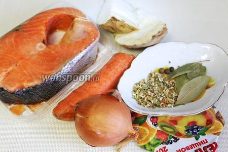 Для приготовления заливного нужно взять стейк сёмги, морковь, лук, сельдерей, пряности для ухи, лавровый лист, желатин.