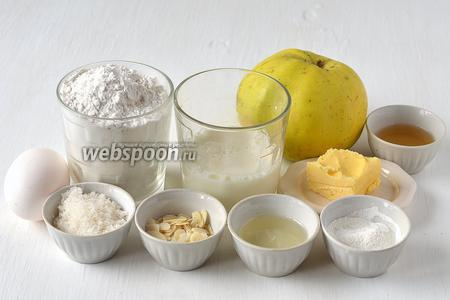 Для приготовления яблочного пирога нам понадобится мука, сахар, ванильный сахар, коньяк, подсолнечное масло, сливочное масло, разрыхлитель, яблоки, миндальные лепестки, яйца.