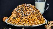 Фото рецепта Торт «Муравейник» с шоколадом, орехами и овсяными хлопьями
