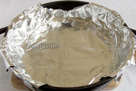 Сковородку с толстым дном (которую не жалко) выстелить тройным слоем фольги.