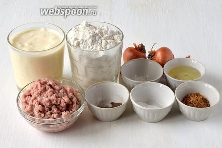 Для приготовления ленивых беляшей нам понадобится фарш, мука, кефир, яйцо куриное, лук, соль, сахар, перец, смесь специй для мяса, сода, подсолнечное масло.