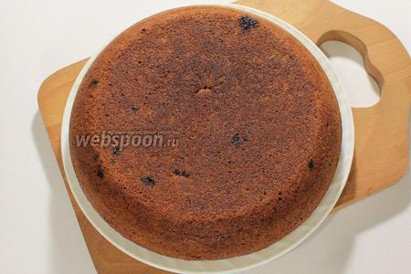 Выпекать в режиме выпечка 45 минут. Готовый кекс получается упругий, доставать его можно сразу. Я переворачиваю с помощью чаши-пароварки.