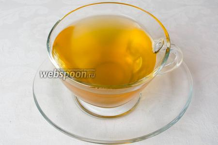 Имбирный чай готов. Его можно пить горячим на завтрак. Холодным в течение дня.