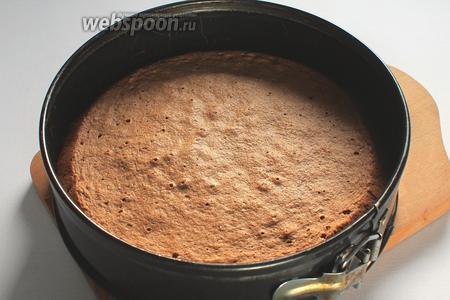 Выпекать в разогретой духовке 25-30 минут при 180°C, первые 30 минут духовку не открывать.