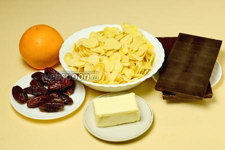 Для приготовления двух видов «Песчаных роз» нам понадобится шоколад, кукурузные хлопья, сливочное масло; цедра апельсина для одного вида и финики — для другого.