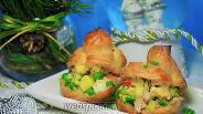 Фото рецепта «Оливье» с мясом краба в профитролях
