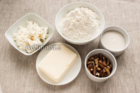 Подготовить муку, творог, масло, сахар и грецкие орехи.