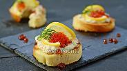 Фото рецепта Тосты с креветками и икрой