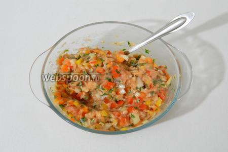 Солим, перчим и перемешиваем до однородности. Эту основу для омлета можно накрыть пищевой плёнкой и хранить в холодильнике.