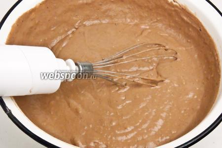 Добавить какао и взбить миксером.