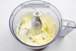 Масло мягкое взбить до однородной массы.