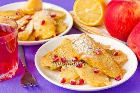 Десерт из фруктов, обжаренных в кляре