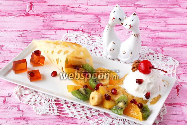 Фото Фруктовый салат с мороженым и желе из глинтвейна