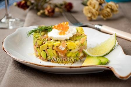 Тартар с форелью и авокадо