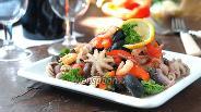 Фото рецепта Салат с осьминогами и маслинами
