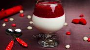 Фото рецепта Творожный десерт с малиновым соусом