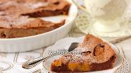 Фото рецепта Шоколадное клафути с персиками