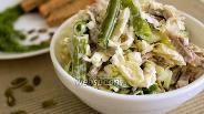 Фото рецепта Салат с куриными желудками и пекинской капустой