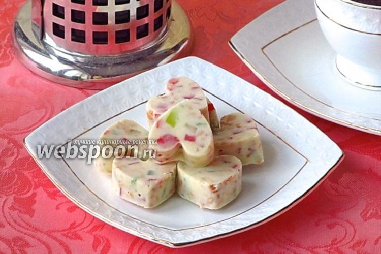 Фото «Сердечки» из белого шоколада с миндалём и цукатами