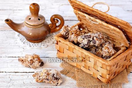Печенье с орехами, шоколадом и кокосовой стружкой