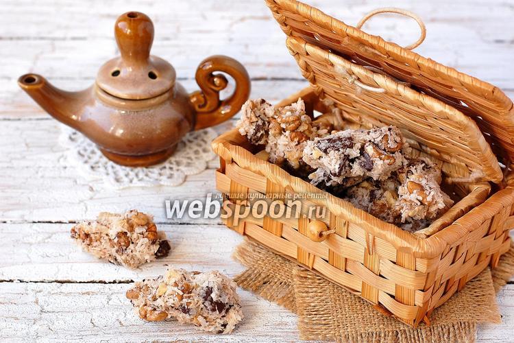 Фото Печенье с орехами, шоколадом и кокосовой стружкой