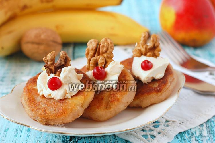 Фото Манные оладьи с яблоками, орехами и изюмом