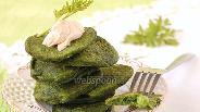 Фото рецепта Оладьи со шпинатом и зелёным горошком
