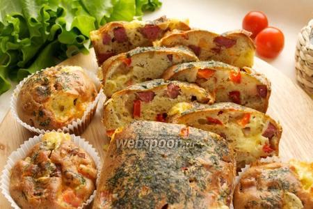 Кекс с колбасой, сыром и сладким перцем
