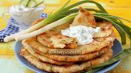 Фото рецепта Лепёшки с сыром, курицей и зелёным луком