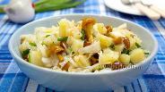 Фото рецепта Салат с квашеной капустой и опятами