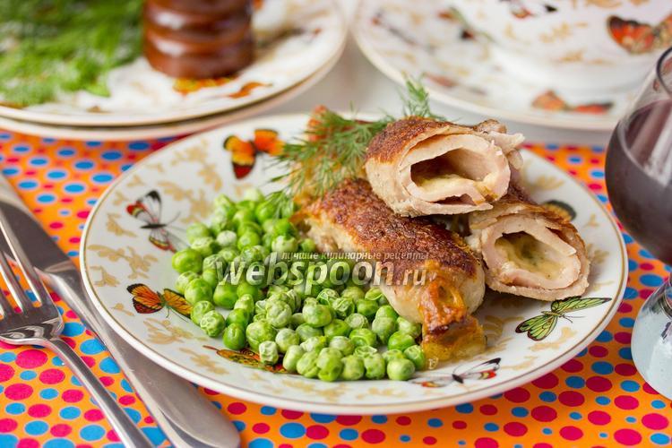 Фото Рулетики из свинины с сырной начинкой
