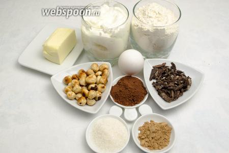 Чтобы приготовить сметанный кекс, нужно взять: сахар, шоколад, корицу, какао, орехи, сливочное масло; для теста: муку, сливочное масло, сахар, яйца, ванилин, сметану, разрыхлитель, соль.