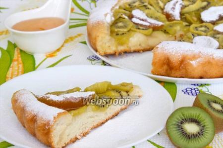 Пирог с киви и персиковым вареньем
