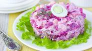 Фото рецепта Салат со свёклой, сыром и сельдью