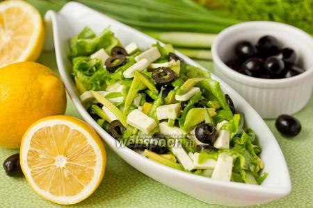 «Зелёный» салат с авокадо и брынзой