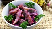 Фото рецепта Свекольный салат с сельдью и горошком