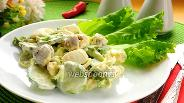 Фото рецепта Салат с огурцом, яйцами и оливками