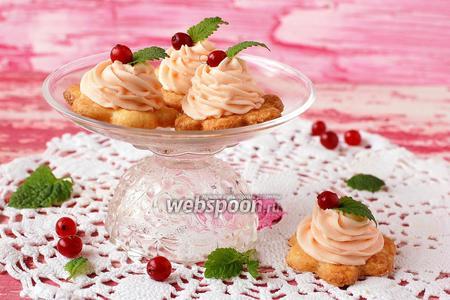 Песочное пирожное с кремом