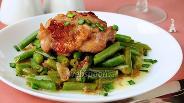 Фото рецепта Курица в красном вине со стручковой фасолью