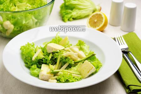 Салат с сыром камамбер и грушей