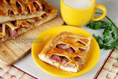 Пирог с квашеной капустой и шпикачками