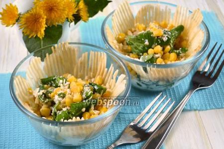 Салат с корном, кукурузой и яблоком
