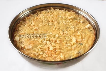 Готовую брандаду подаём прямо в форме для запекания в качестве горячего блюда или закуски. Дополняют брандаду зелёным салатом или салатом из свежих овощей.