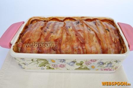 Картофельный пирог с беконом готов.